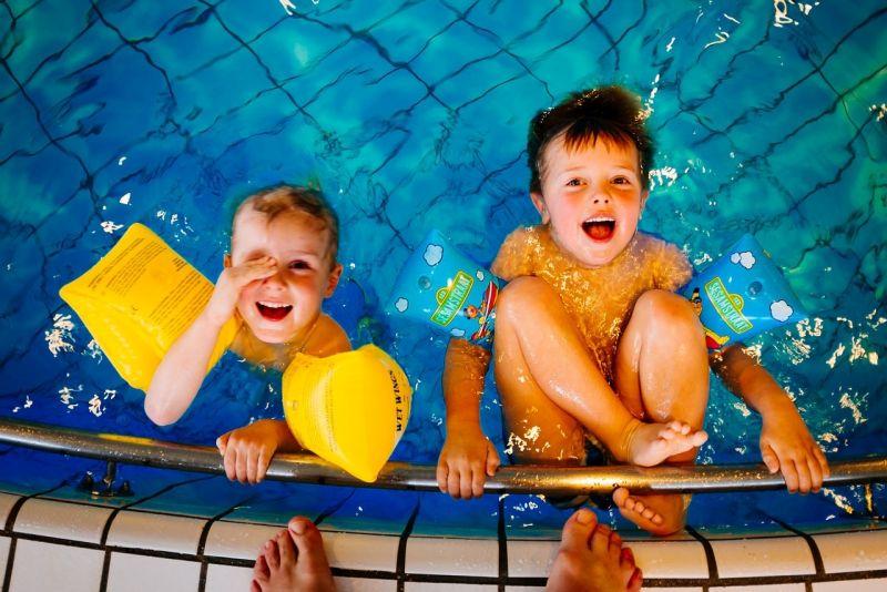 Deti v bazénu